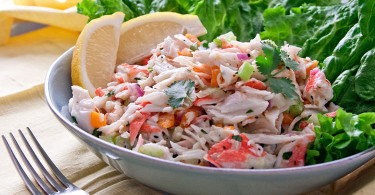 рецепт крабового салата с авокадо