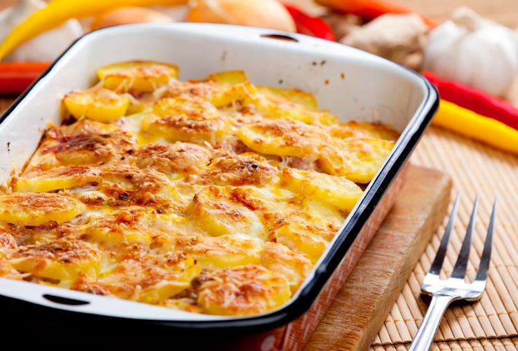 Запеченная картошку с мясом в духовке
