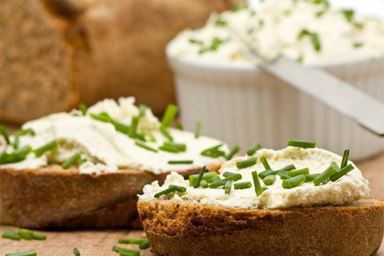 закуска для тостов из творога с мятой