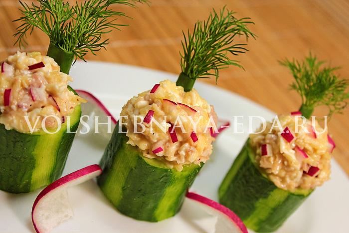 Порционный салат в стаканчиках из огурца