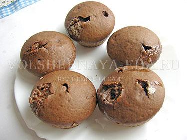 А эти шоколадные фонданы выпекались 13 минут - они немного передержались и уже почти как кексы (хотя внутри мокрые)