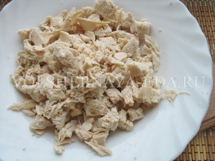 sloeny-salat-s-kuricej-3