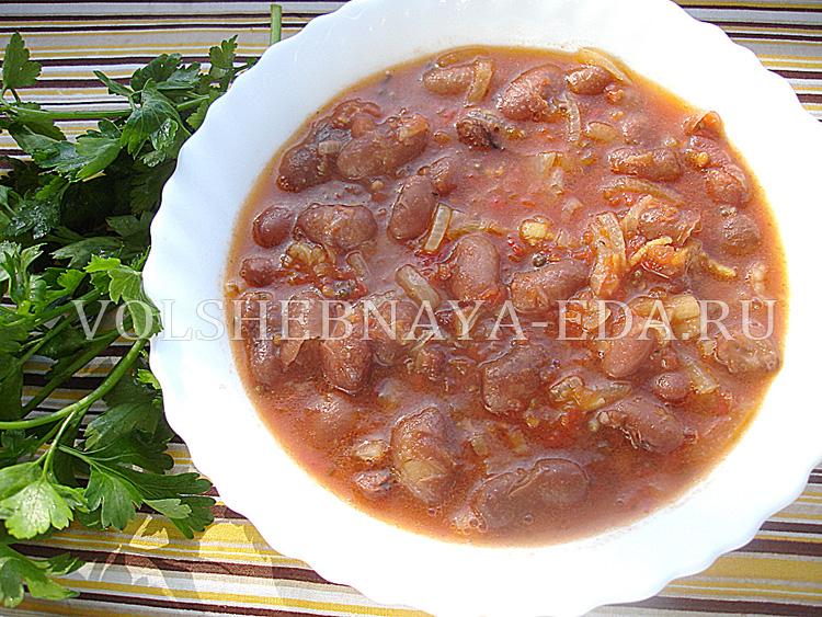 Фасоль в пряном томатном соусе