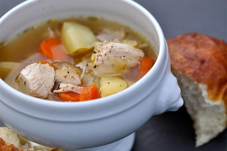 Правильно варить суп с курицей