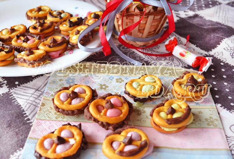 Печеньки из крендельков с ирисками рецепты с фото