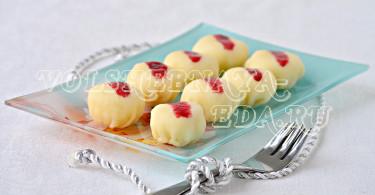 Марципановые конфеты с кокосовой стружкой