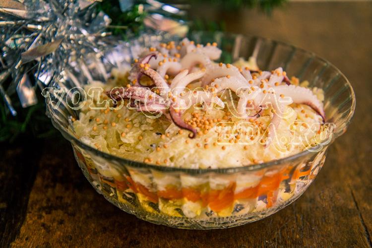 Салат с кальмарами и ананасом рецепт с фото