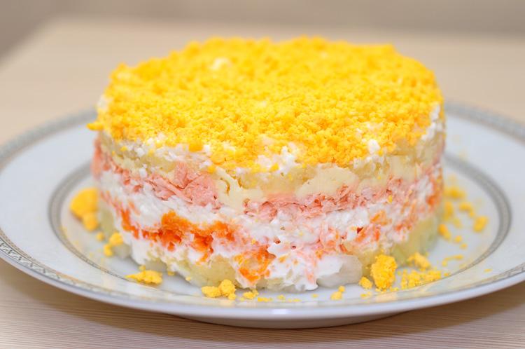 Салат мимоза с яйцом и морковью и