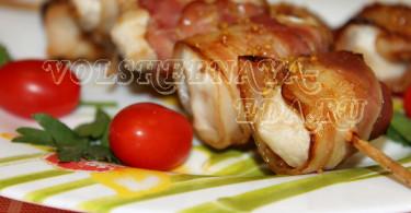 Шашлык из курицы в духовке в беконе