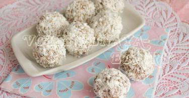 Кокосовые конфеты с ореховой пастой и шоколадными шариками