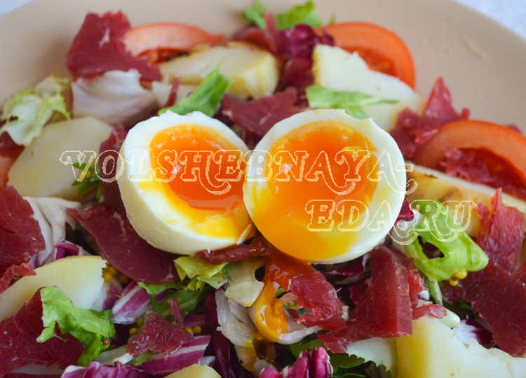salat-s-pechenym-kartofelem-7