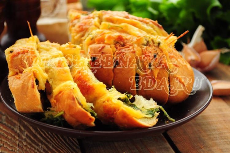Чесночный хлеб с сыром и зеленью