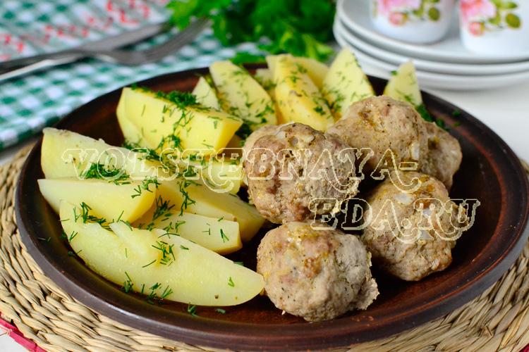 Фрикадельки в мультиварке на пару с молодой картошкой