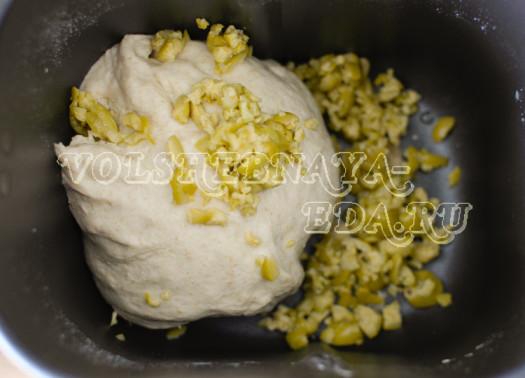 pikantnyj-hleb-s-olivkami-6