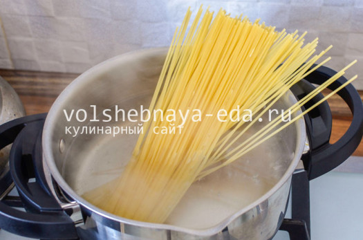 spagetti-s-tuncom-i-pomidorami-2
