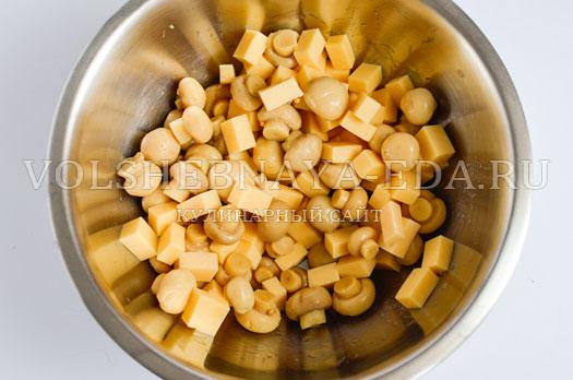 salat-s-suharikami-pikantnyj-3