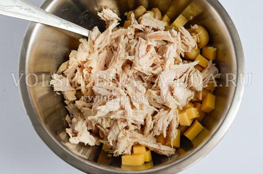 salat-s-suharikami-pikantnyj-5