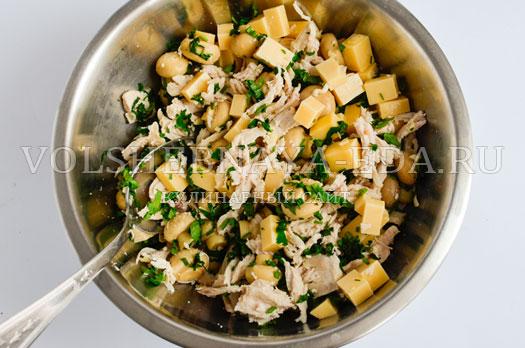 salat-s-suharikami-pikantnyj-6