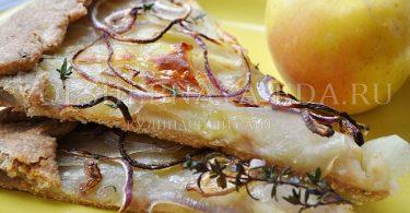 постная галета с начинкой из яблока и картофеля