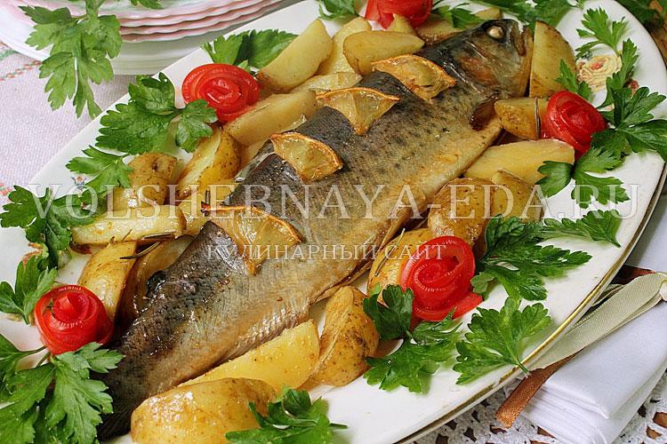 Форель в духовке с картофелем