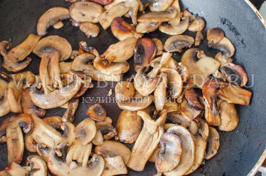 tomatnyj-sup-s-kukuruzoj-i-gribami-11