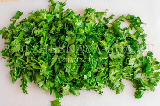 pesto-iz-petrushki-s-krem-syrom-i-greckimi-orehami-2