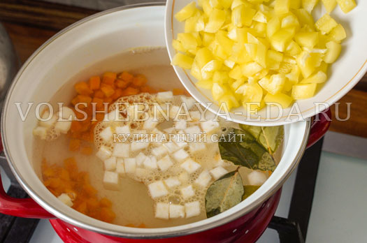 tomatnyj-sup-s-zapechennymi-frikadelkami-9