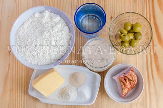 hleb-s-olivkami-i-bekonom-1