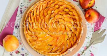 Пирог с рикоттой и нектаринами