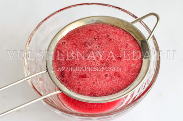 koktejl-s-kljukvoj-vorsistaja-jagoda-3