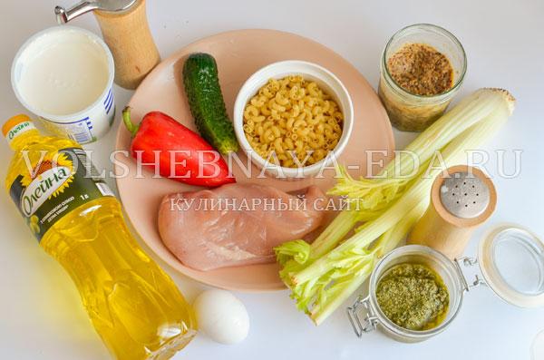 teplyj-salat-s-kuricej-i-pesto-1