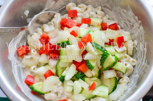 teplyj-salat-s-kuricej-i-pesto-10
