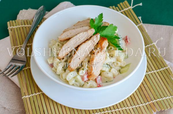 teplyj-salat-s-kuricej-i-pesto-11