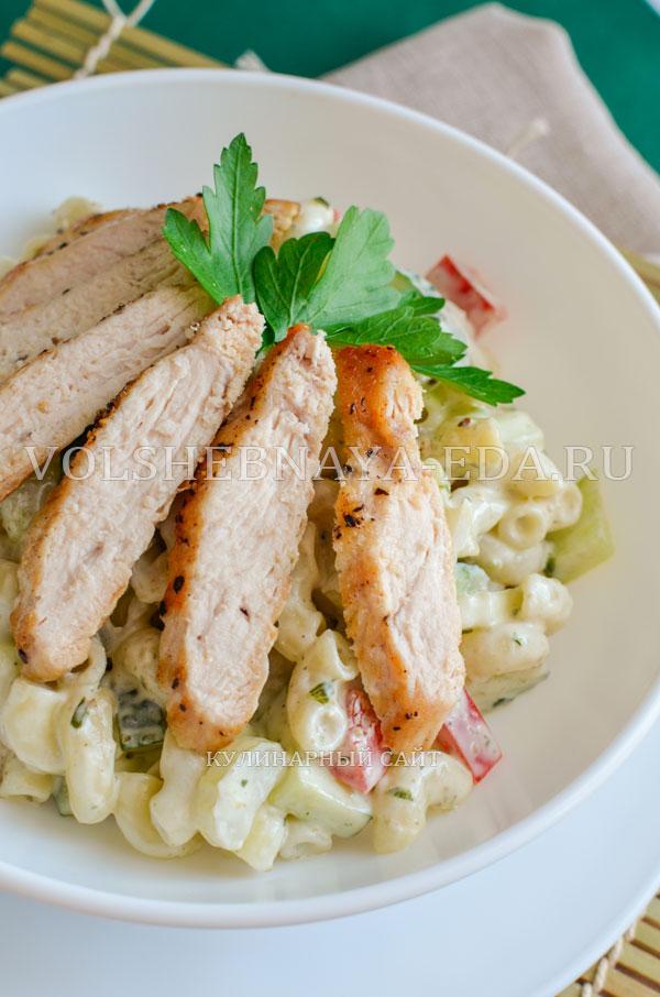 teplyj-salat-s-kuricej-i-pesto-12