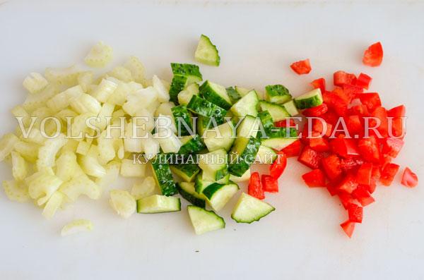 teplyj-salat-s-kuricej-i-pesto-5