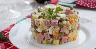 Классический Оливье с колбасой