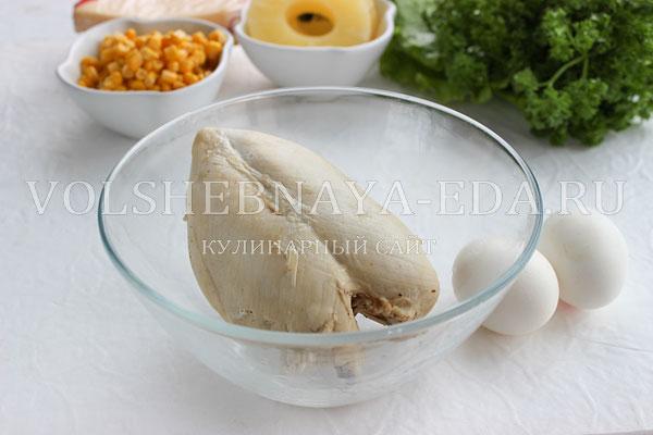 salat s ananasami kuricej syrom i yajcom 1