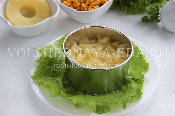 salat s ananasami kuricej syrom i yajcom 3
