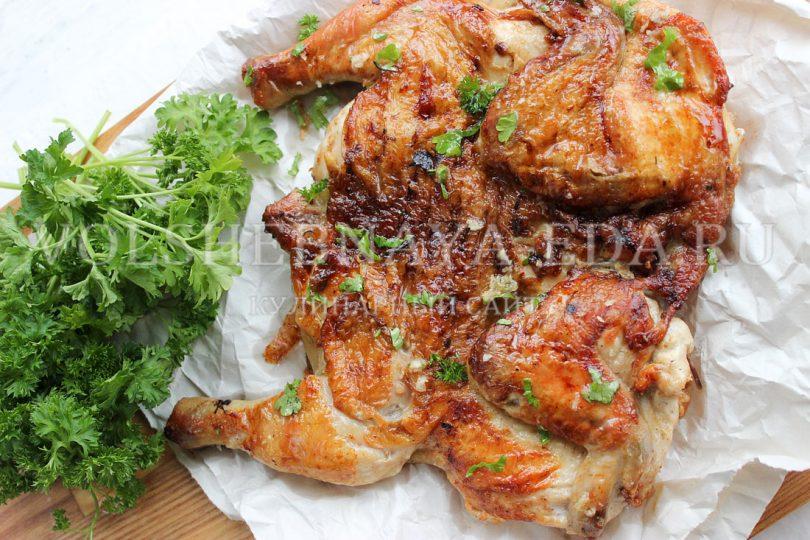 Цыпленок-тапака на сковороде