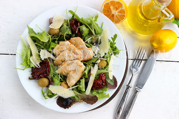 salat s kuricej pod gorchichnoj zapravkoj 11