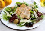 Салат с курицей под горчичной заправкой