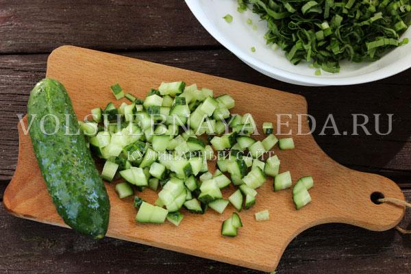 salat s cheremshoj yajcom i ogurcom 3