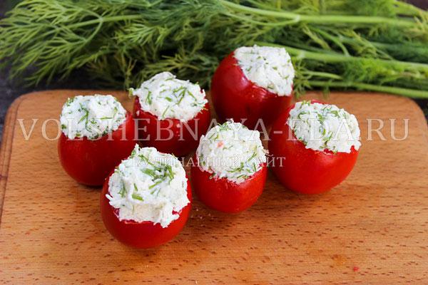 pomidory farshirovannye syrom i chesnokom 5