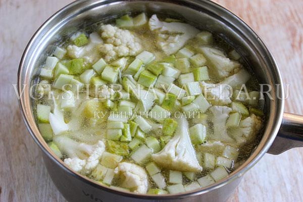sup pyure iz cvetnoj kapusty s kabachkami 3