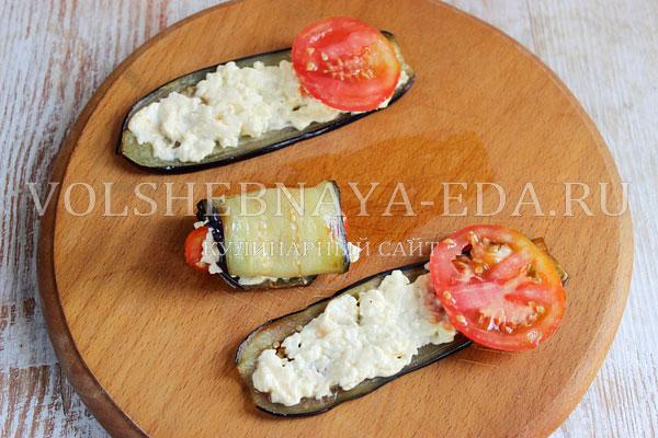 ruletiki iz baklazhanov s pomidorami i syrom 5