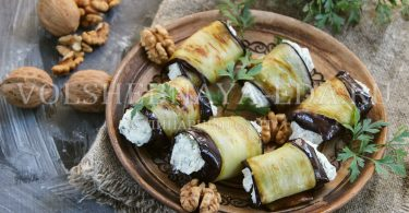 Рулетики из баклажанов с творогом и орехами