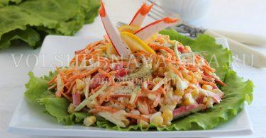 Салат с корейской морковью и крабовыми палочками