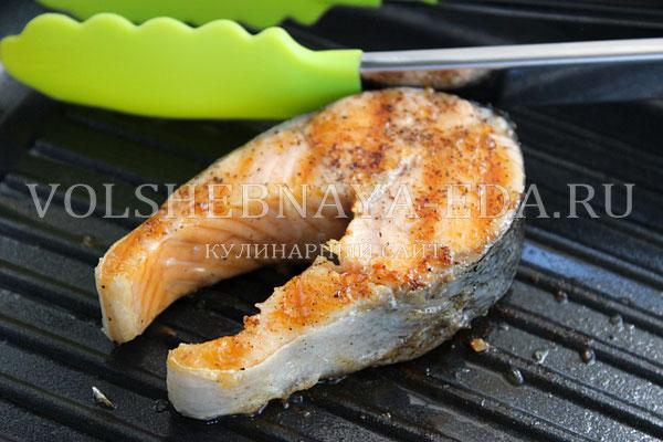 stejk iz lososya pod slivochnym sousom s ukropom 3
