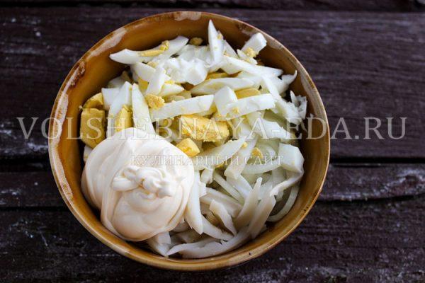 salat s kalmarami i yajtsom 4