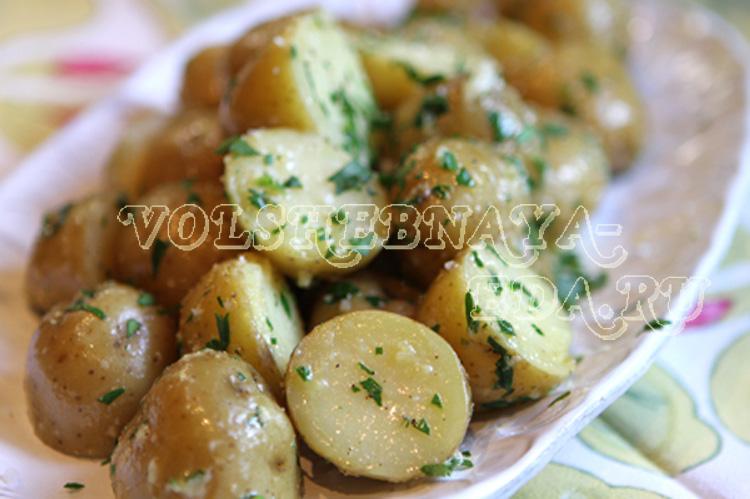 Вареный картофель с соусом